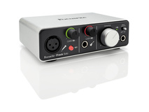 Focusrite iTrack Solo (Lightning) - USB 2.0 Audio Interface for Compatible iPad, Mac, PC
